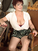 40 Something - The busty divorcee is hot - Jessica Hot (68 Photos)